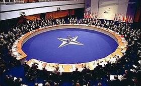 Россия приостановила контакты с НАТО после высылки своих дипломатов