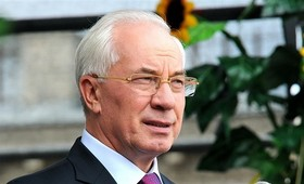 Экс-премьер Украины высмеял обвинения Киева в адрес Москвы из-за провала вакцинации